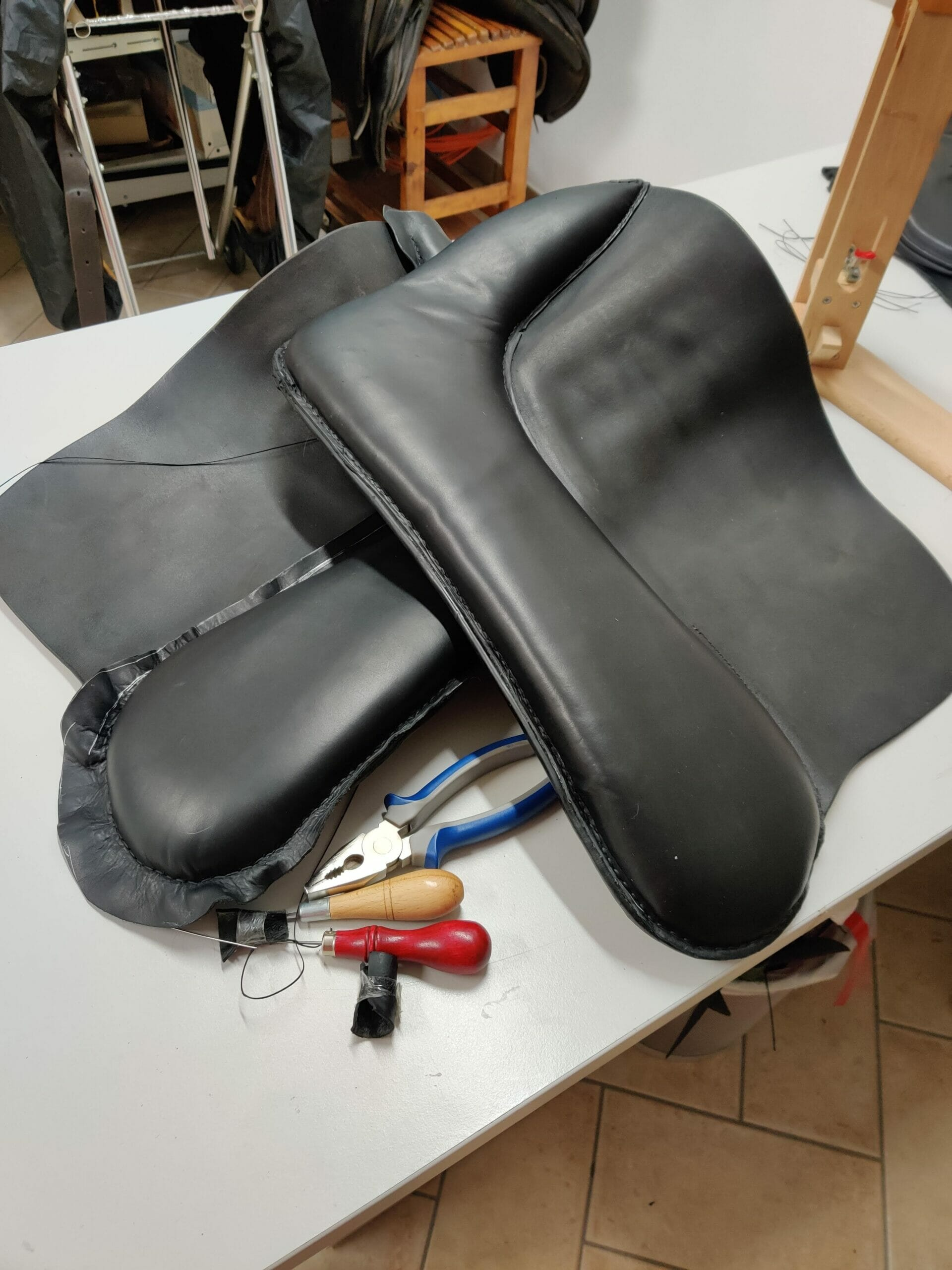 ilaria saddle service riparazione selle rifacimento cuscini